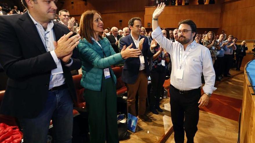 Asier Antona tras ser ratificado como presidente regional del PP. Foto: EFE
