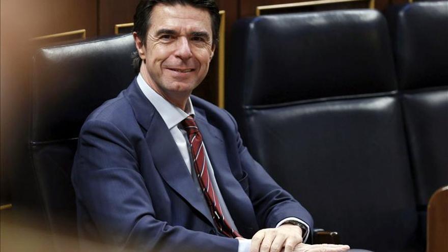 El ministro de Industria, Energía y Turismo, Jose Manuel Soria, durante la sesión de control al Gobierno, en el Congreso de los Diputados. / Efe