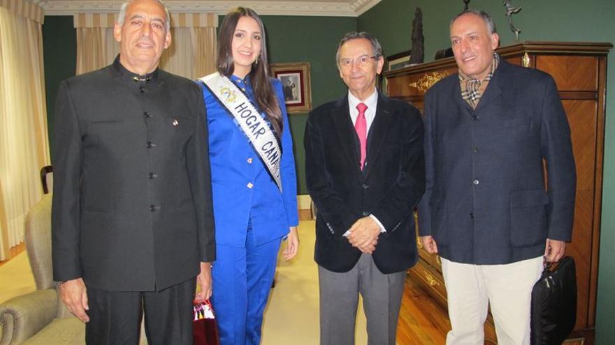 Gabriela Verónica y Antonio Castro (centro), con Cándido Padrón y Gabriel Báez.