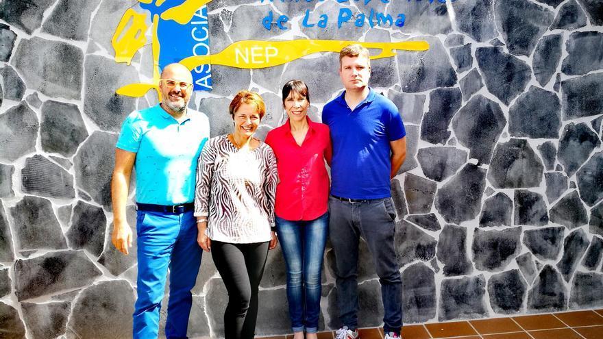 La alcaldesa de Tijarafe, Jenny García (segunda por la derecha); el concejal de Deportes, David Cáceres (d); la  presidenta de la Asociación de Niños Especiales de La Palma, Isabel Martín, y el director de Carrera de la Copa Spar Pro NEP, Iván Benítez.