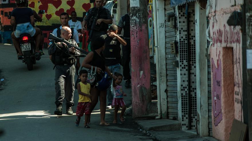 Las pandillas de las favelas de Río de Janeiro invadieron las localidades cercanas tras el aumento de controles policiales durante los Juegos Olímpicos.