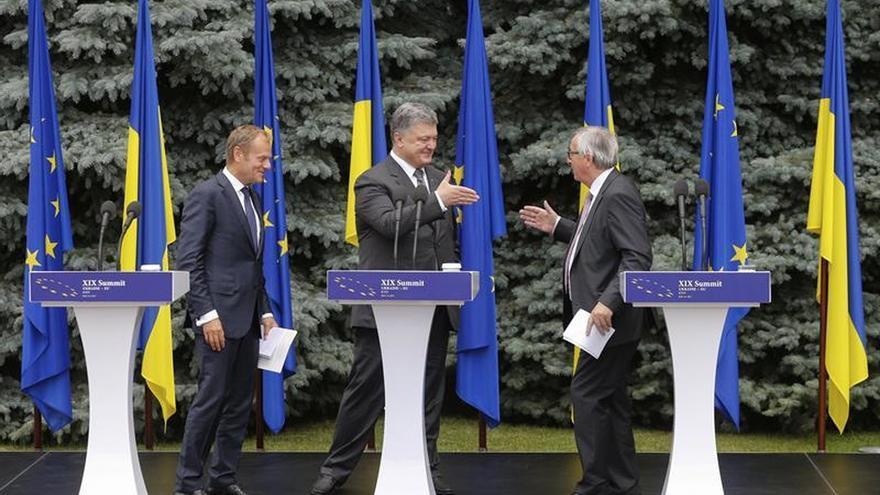 La UE da un espaldarazo a Poroshenko pero le pide que acabe con la corrupción