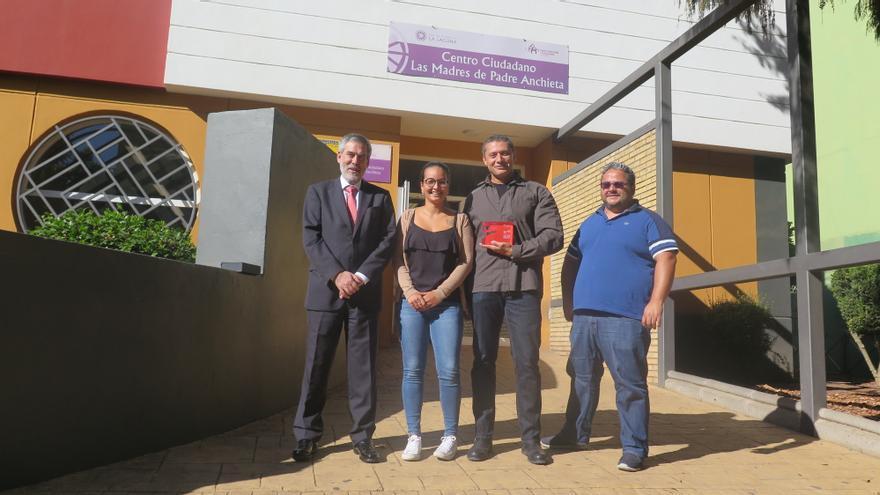 Imagen de la visita realizada por miembros de la Fundación Cepsa a la asociación Aspercan