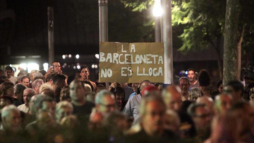 La Barceloneta volverá a manifestarse hoy tras fracasar la última reunión