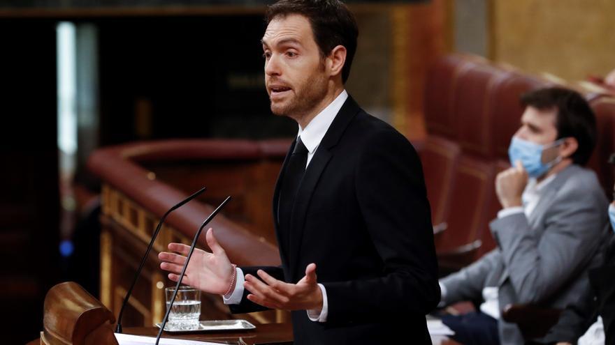 Archivo - El diputado de Navarra Suma, Sergio Sayas, interviene en el del pleno del Congreso