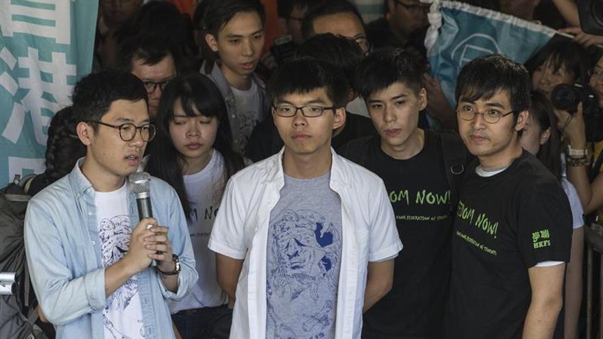 Hong Kong da un golpe al movimiento democrático con prisión para sus líderes