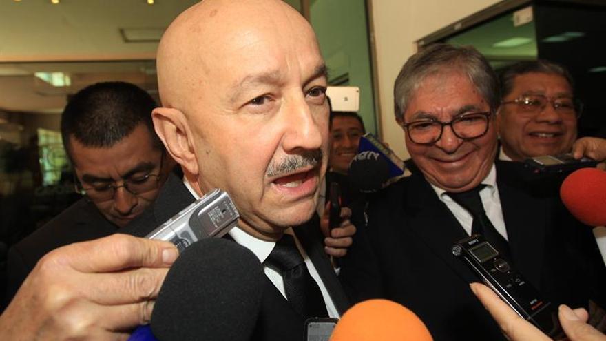 Salinas dice que el liderazgo de EE.UU. sabe más de inmuebles que de países