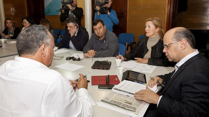 Reunión del comité permanente de Coalición Canaria. EFE/Ángel Medina G.