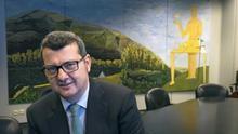 El magistrado Edmundo Rodríguez posa para la entrevista en la sala de reuniones de la Audiencia Provincial de Álava.