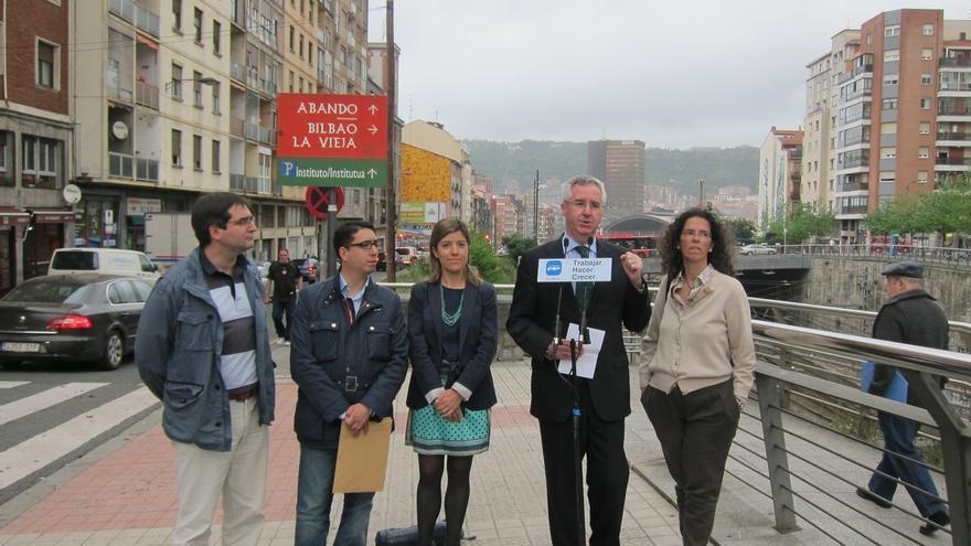 """Eguíluz (PP) reclama para Bilbao La Vieja el mismo grado de """"seguridad"""" que Giuliani consiguió para Nueva York"""