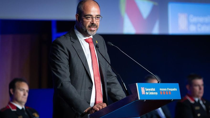 """Buch lamenta que no puede contratar a más mossos: """"El Estado me debe dinero"""""""