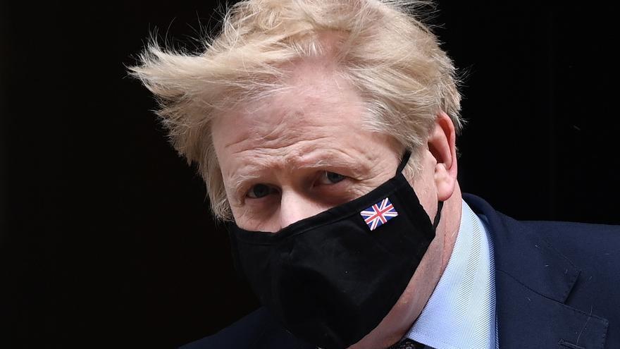 """Johnson """"confía"""" en su ministro de Sanidad, ante las peticiones de dimisión"""