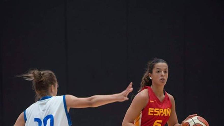La tienrfeña Elena Buenavida, en una acción con la selección española