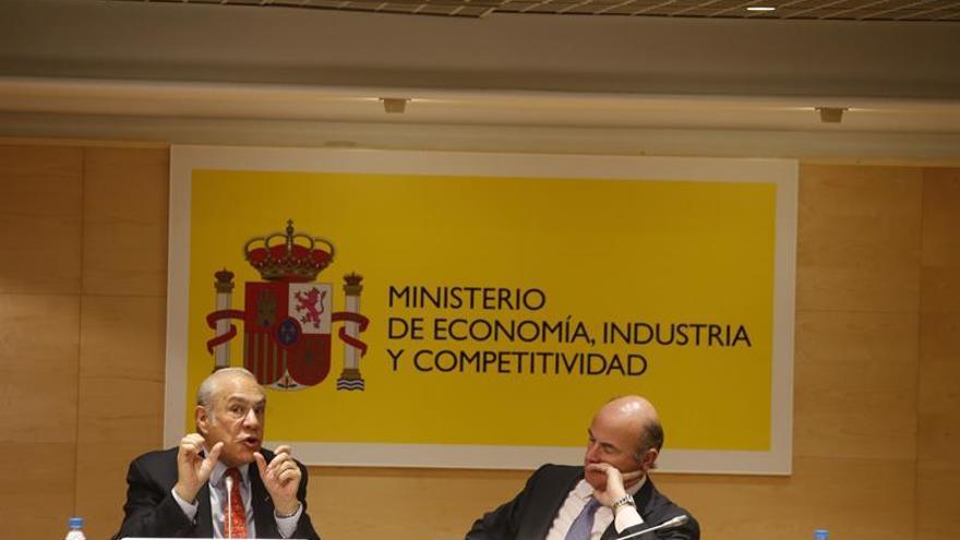 El secretario general de la OCDE, Ángel Gurría, y el ministro de Economía, Luis de Guindos