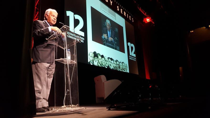 """Felipe González advierte que el discurso """"populista"""" de Marine Le Pen y Pablo Iglesias """"es exactamente igual"""""""
