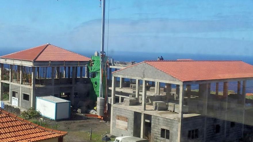 En la imagen, inmueble en construcción de la Residencia de Mayores que se edifica en el casco urbano de Santo Domingo, en Garafía.