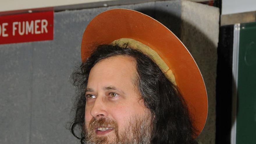 Richard Stallman vestido de San IGNUcio (Foto: Wikimedia Commons)