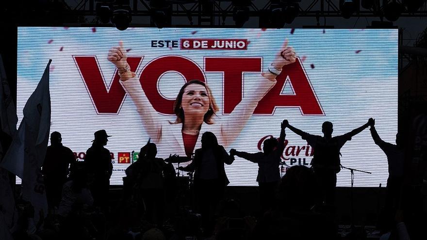 Las elecciones de mitad de mandato del presidente de izquierda Andrés Manuel López Obrador (AMLO) son las primeras en la historia mexicana con paridad de género asegurada por completo en las listas, y con un padrón electoral donde más de las mitad de sus integrantes se identifican como mujeres.