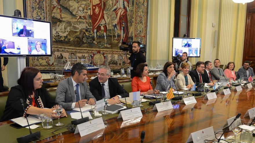 """Elizalde defiende en Madrid """"una PAC fuerte"""" y rechaza el recorte de un 5% que plantea Bruselas"""