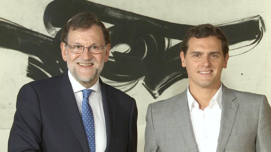 Rajoy y Rivera hablan por teléfono sobre la situación en Cataluña y acuerdan reunirse la próxima semana