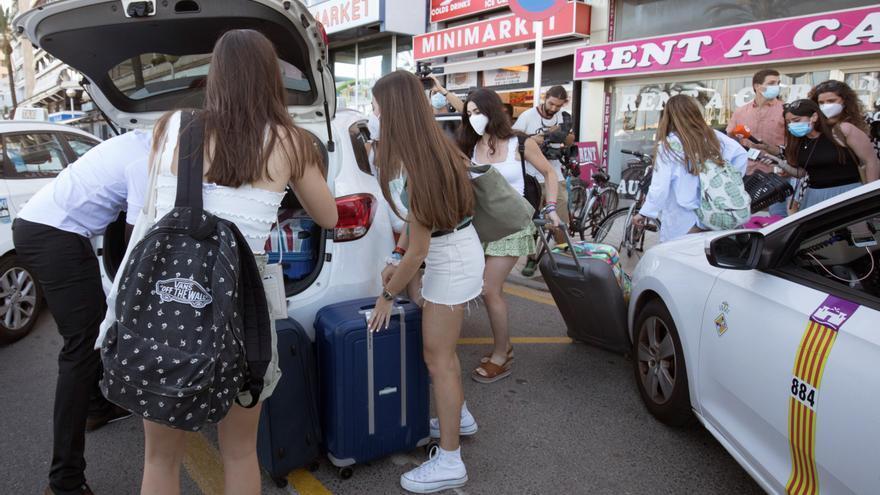 Al menos 9 chicas dejan el hotel covid de Palma para viajar a Bilbao