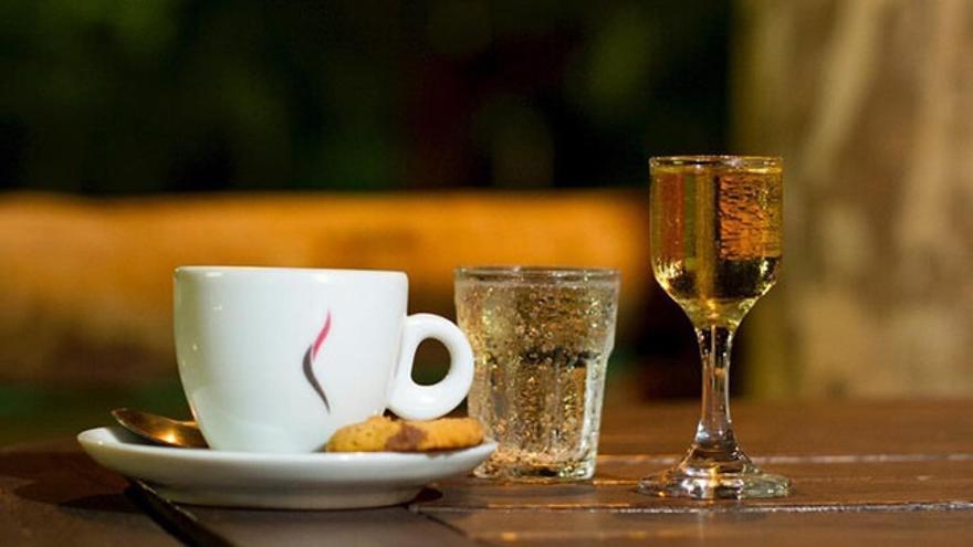 Tragos de sobremesa: café y licores para las tardes estivales