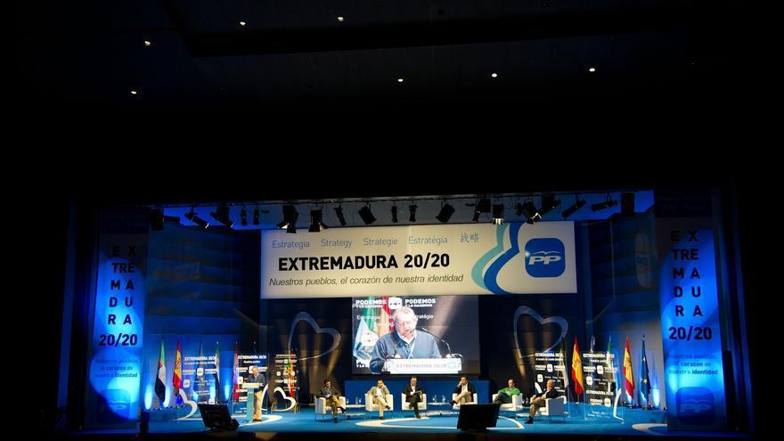"""Monago anuncia que el Gobierno extremeño dejará """"a cero"""" en este trimestre la deuda que mantiene con los ayuntamientos"""