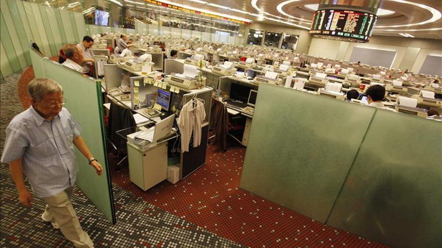 La Bolsa de Hong Kong sube un 0,1 % a media sesión