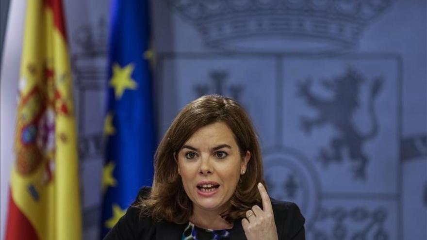 Sáenz de Santamaría dice que el PP asegura el mejor presente y el mejor futuro a este país