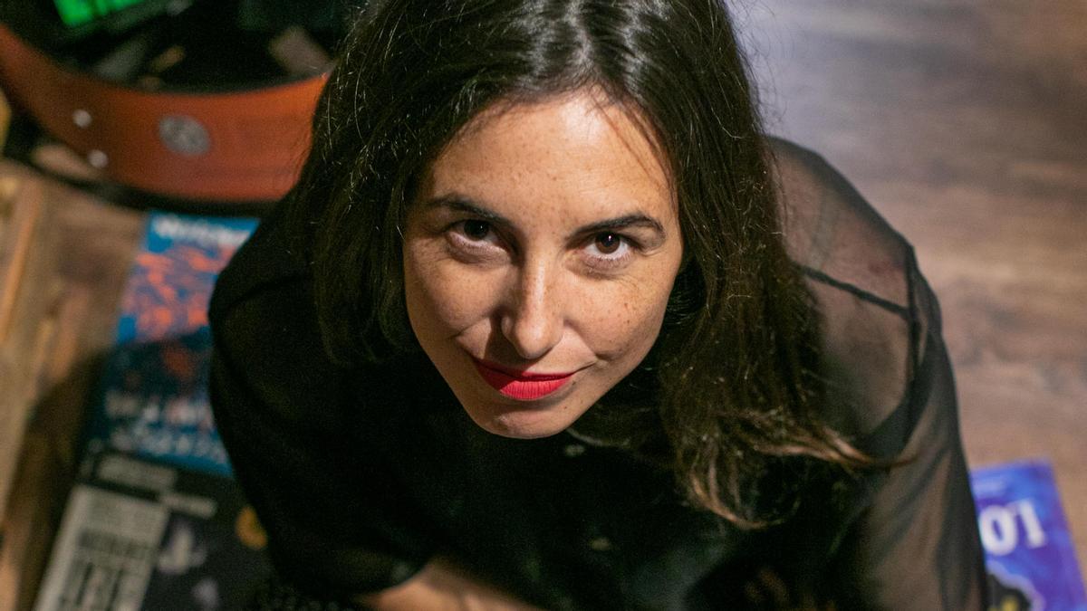 La poeta y traductora Annalisa Marí Pegrum