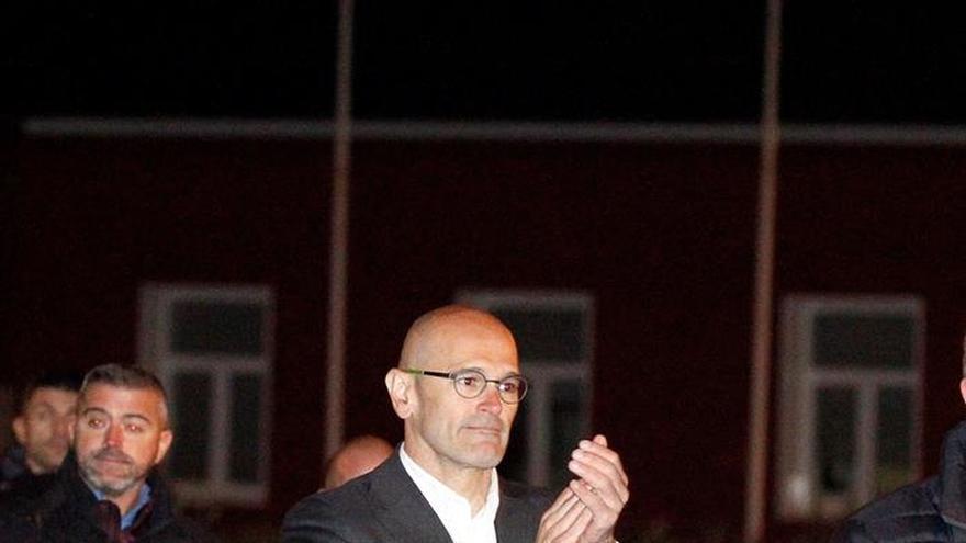 Raül Romeva a su salida de la prisión de Estremera