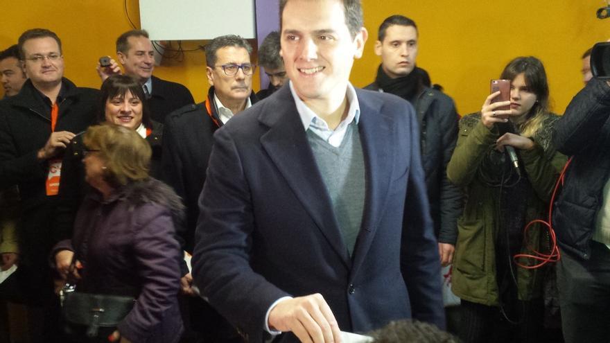 """Rivera (Cs) pide a todos votar para no """"arrepentirse"""" porque irá de pocos votos"""