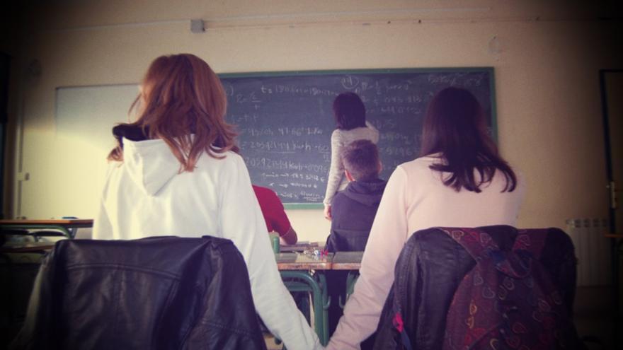 ¿Hay armarios en las aulas? es una investigación realizada por dos alumnos de 3º de la ESO del IES Ojos del Guadiana, en Ciudad Real.
