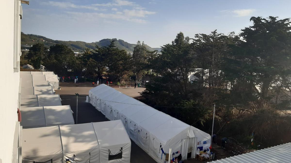Campamento de acogida de migrantes en Las Raíces, Tenerife