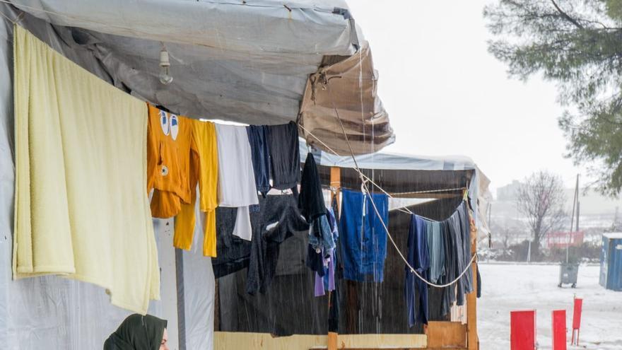 Familia en el campo de refugiado de Moria, Lesbos/ PALOMA COMUÑAS