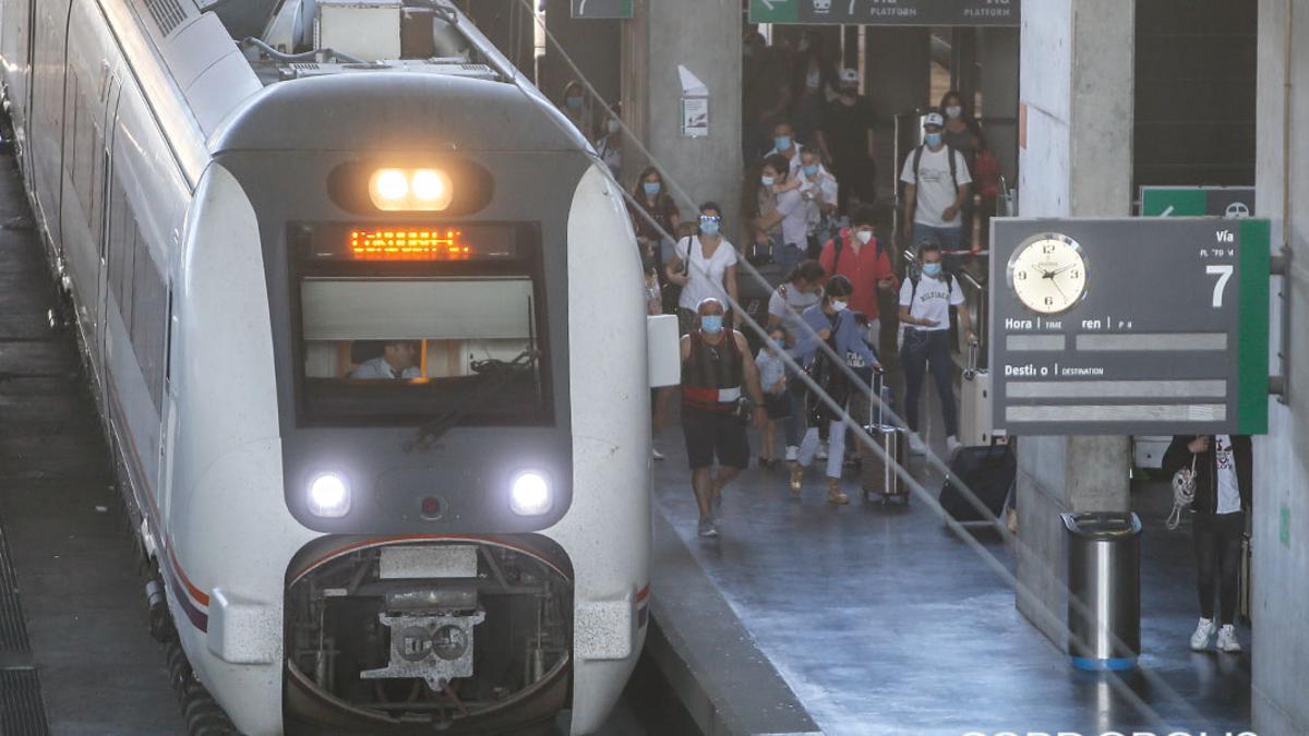 Llegada de un tren a la estación de Córdoba.