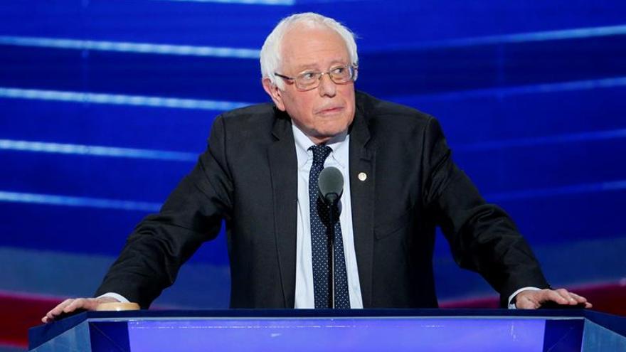 El senador demócrata Sanders presenta un plan de sanidad pública universal en EE.UU.