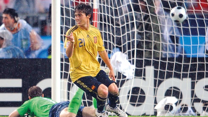 David Silva celebra el 3-0 logrado ante Rusia en las semifinales de la Eurocopa 08. El grancanario culminó una jugada soberbia de la selección, que en la segunda parte de ese choque exhibió, probablemente, el mejor fútbol de toda su historia.