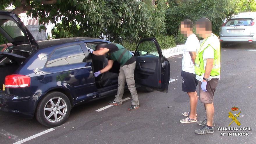 En la operación han sido detenidos un albanés y dos españoles. Foto: GUARDIA CIVIL.