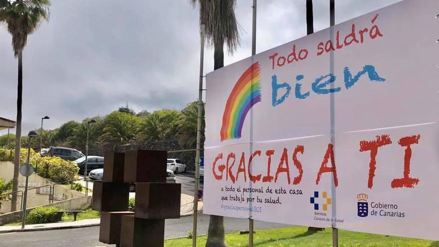 Cartel en la rotonda del Hospital General de La Palma.