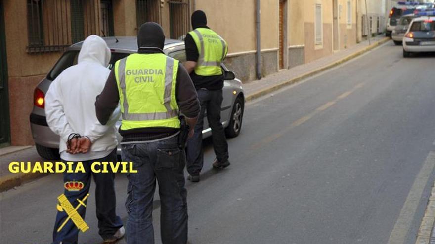 """Golpe al reino de los """"Latin King"""" en Madrid con la detención de 23 personas"""