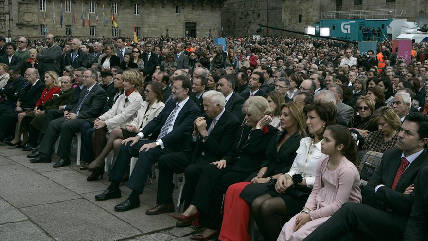 Asistentes a la fiesta de Feijóo en 2009, con Rajoy al frente