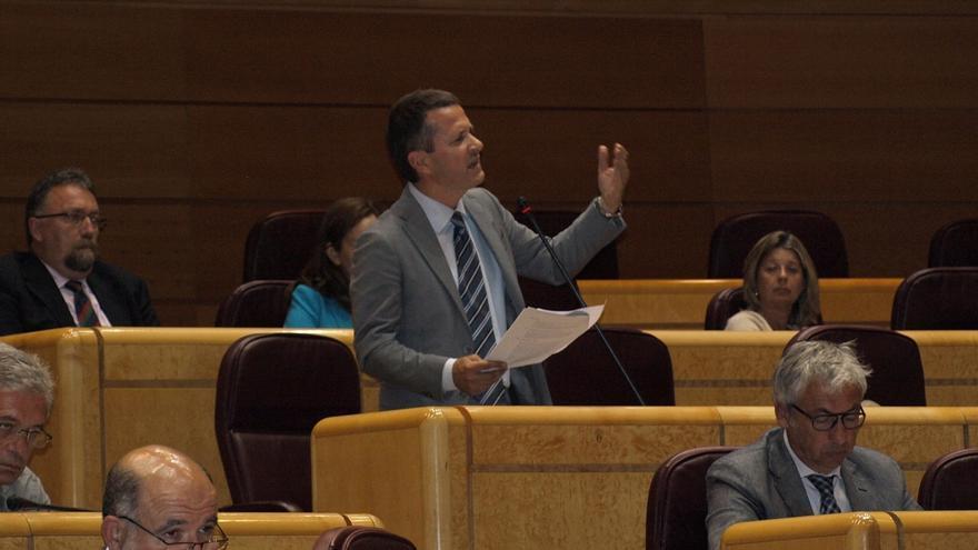Entesa asegura que sus senadores viajan siempre a su territorio y el PNV pide que de una vez se reforme el Senado