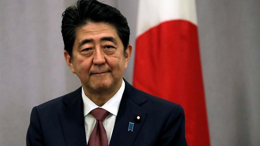 """El primer ministro de Japón dice tener """"gran confianza"""" en Trump"""