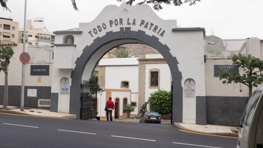 Imagen de archivo de la entrada al cuartel de Almeyda, en Santa Cruz