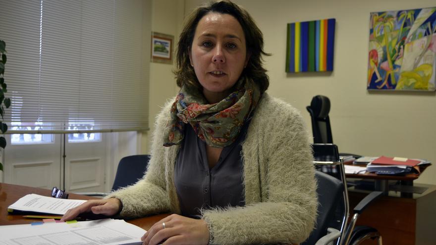 La directora general de Igualdad y Mujer, Alicia Renedo, en su despacho.