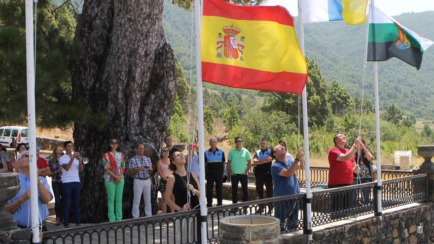 Acto de Izada de la Bandera de las fiestas en honor a la Virgen del Pino celebrado el pasado lunes.