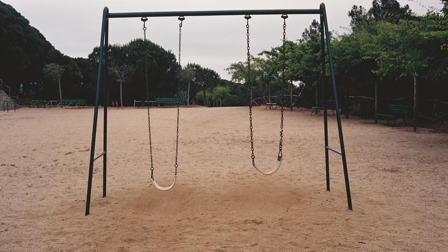 La fotógrafa Lorena Ros publica un libro sobre los abusos a menores / Lorena Ros