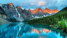 El lago Moraine es una de las imágenes más conocidas del Parque Nacional Banff.