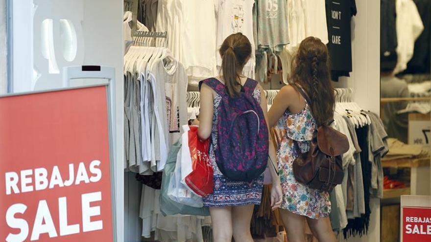 La confianza de los consumidores se recupera por unas mejores expectativas